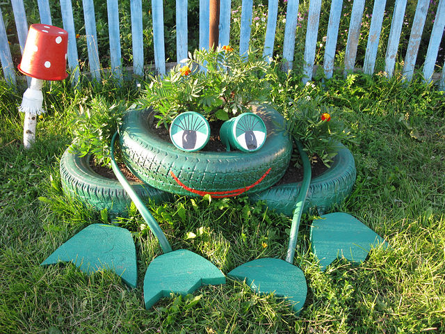 Repurpose-Old-Tire-into-Animal-Themed-Garden-Decor-11