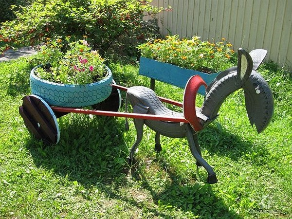 Repurpose-Old-Tire-into-Animal-Themed-Garden-Decor-15