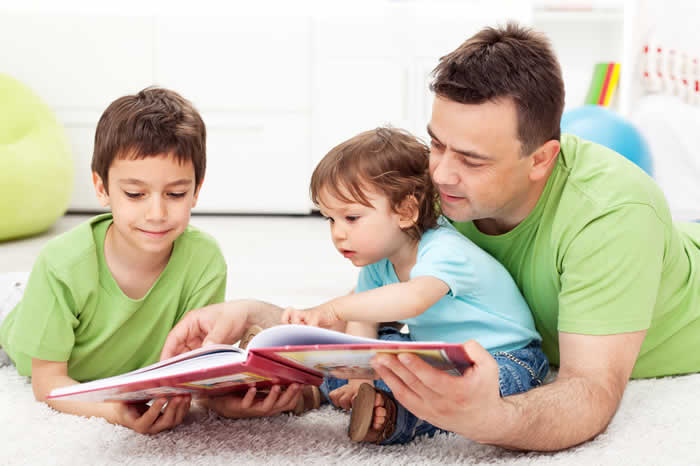 Dad-reading-to-kids2